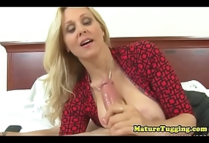 Cook jerking loving cougar with bigtits in CFNM