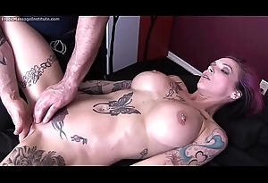 Anna Dismay Peaks Gets Erotic Massage and Becoming Ending