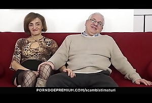 SCAMBISTI MATURI &ndash_ Oddball ace fuck session with horny grown up swingers